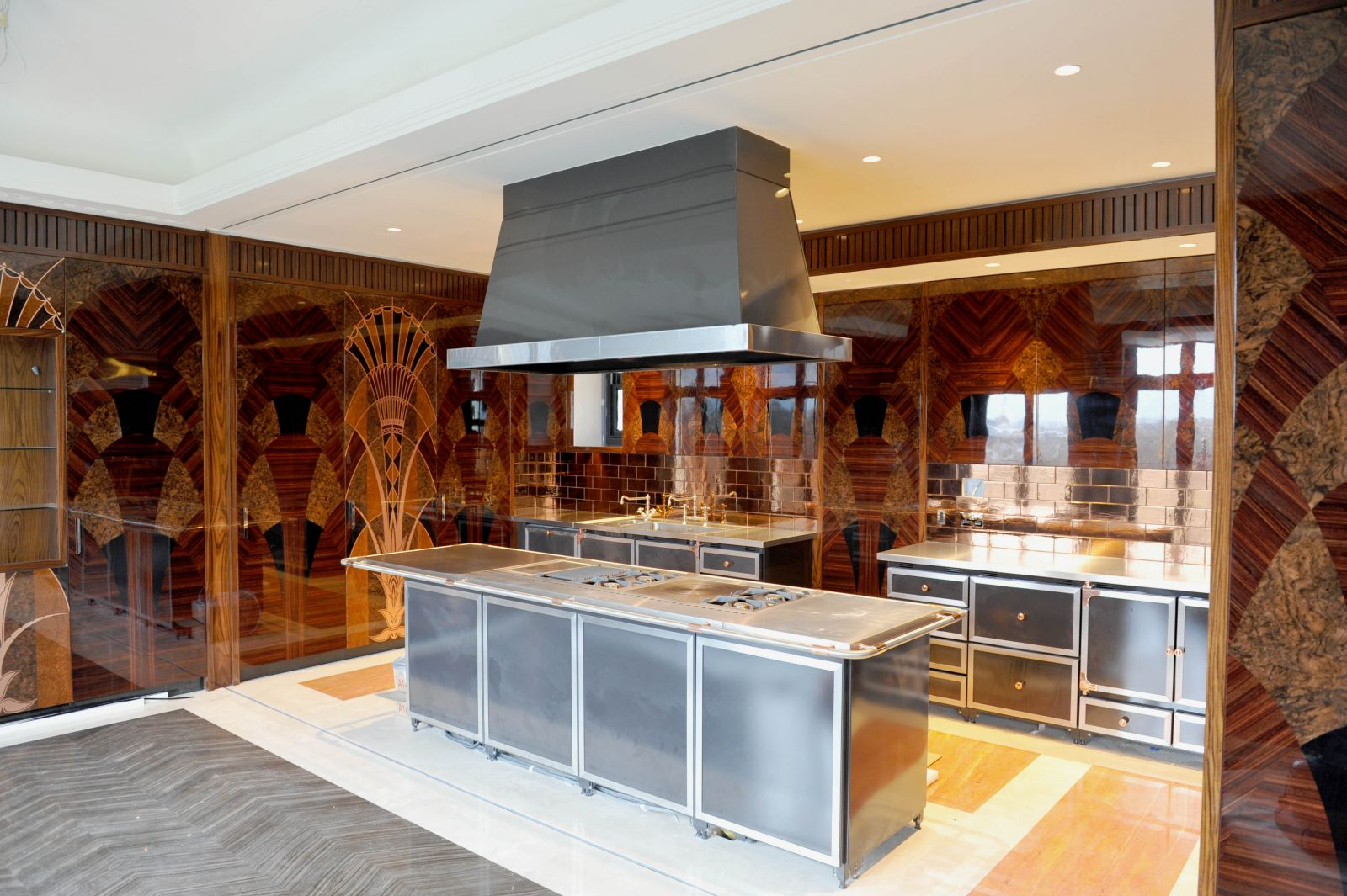 A La Cornue forms the large island at the centre of this Art Deco inspired kitchen.