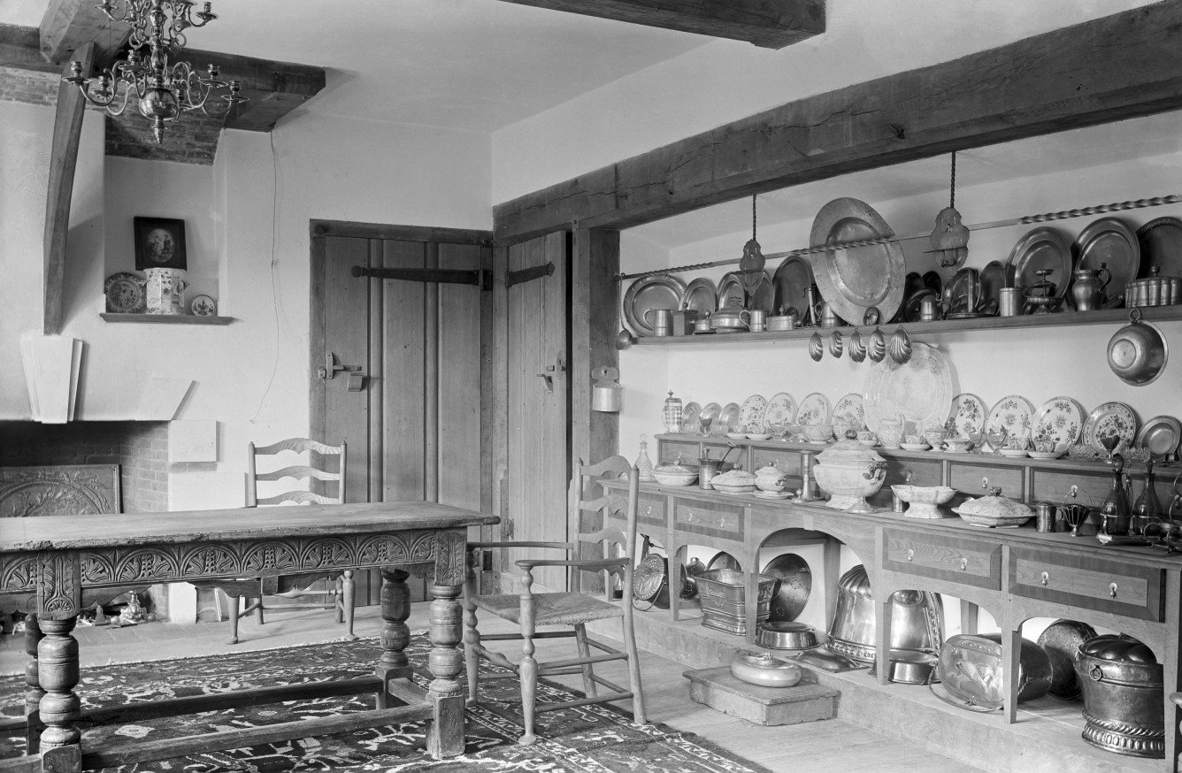The dining room at Deanery Garden. The house was built in 1901 for Edward Hudson, the creator of Country Life, to designs by Sir Edwin Lutyens and the garden was designed in collaboration with Gertrude Jekyll. Not Used CL 09/05/1903
