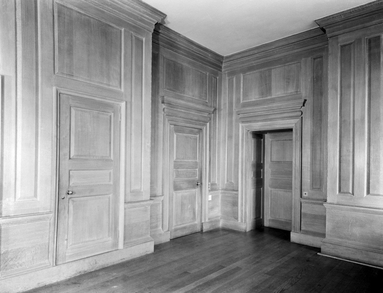 A panelled room at Middleton Park. The house was designed by Sir Edwin Lutyens and his son Robert Lutyens in 1938 for the 9th Earl of Jersey. Not Used CL 12/07/1946