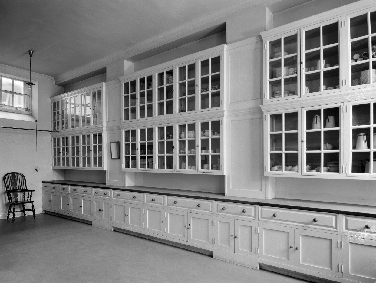 The butler's pantry at Middleton Park. The house was designed by Sir Edwin Lutyens and his son Robert Lutyens in 1938 for the 9th Earl of Jersey. Pub Orig CL 12/07/1946