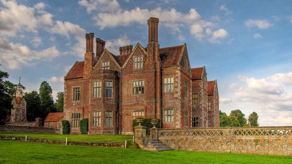 Designing into the Elizabethan Country House