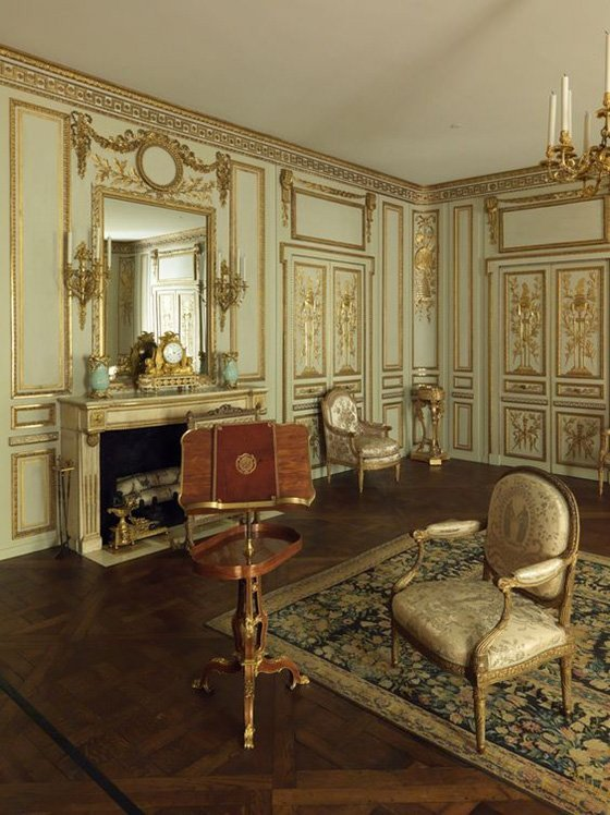 Example of Boisere Panelling in French Hotel