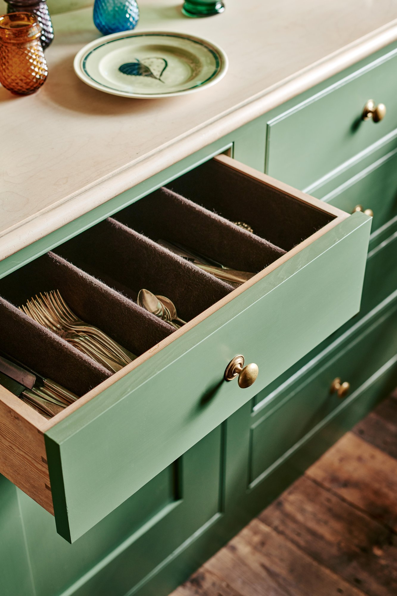 Drawer with silber cloth lining